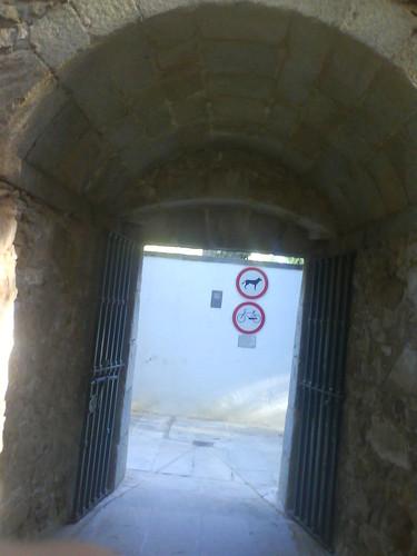 Porta de acesso ao Jardim Público pelo Parque Infantil Almeida Margiochi